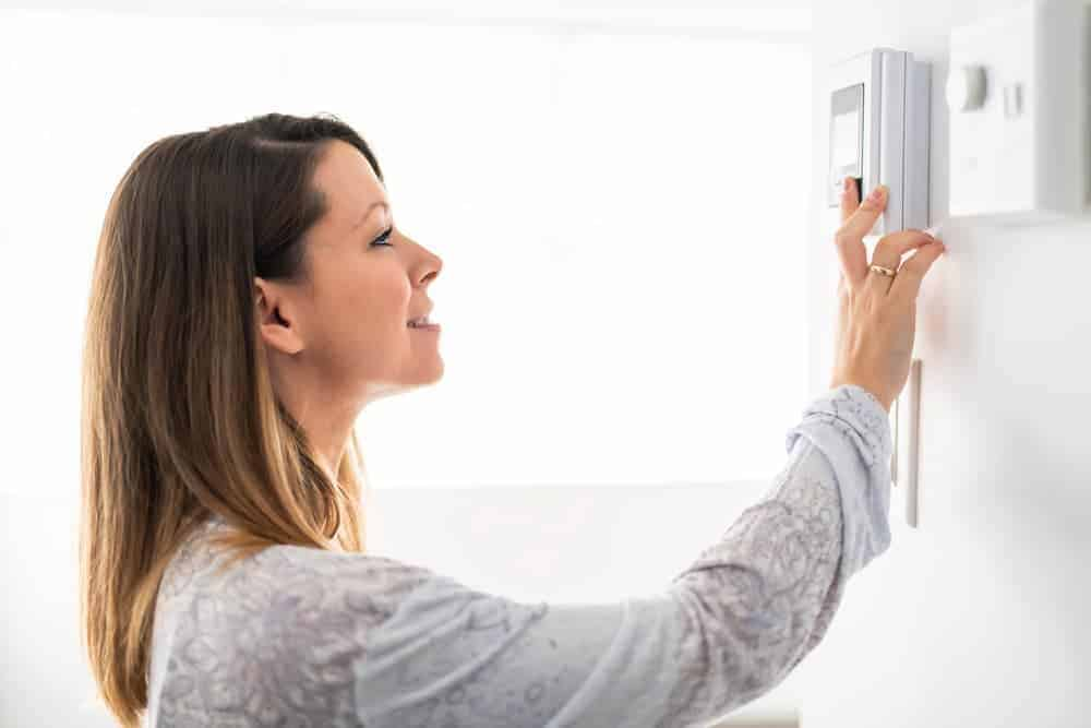 Simply Mumma_Energy-Saving Tips to Reduce Your Electricity Bill