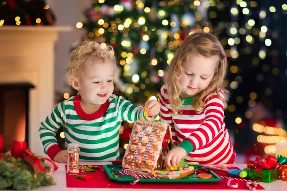 Simply Mumma_Toddler Crafts for Christmas Greeting Cards Gingerbread House