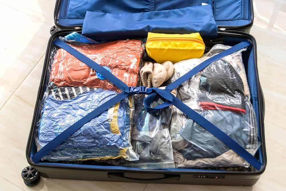 Simply Mumma_Vacuum Packing Travel Clothes