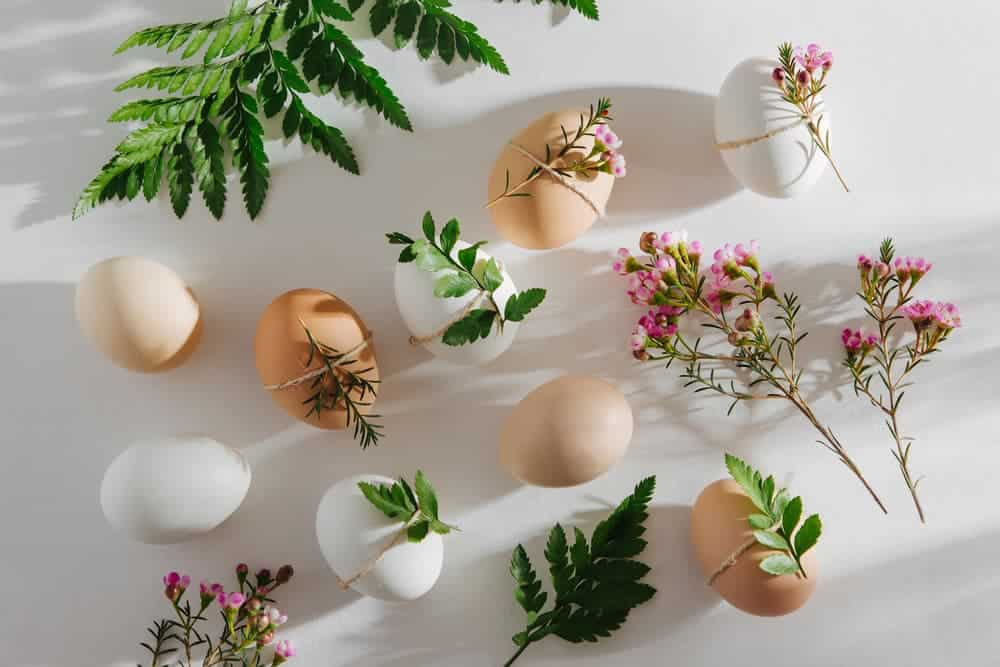 Simply Mumma_Decorated Easter Eggs with Flowers and Greens